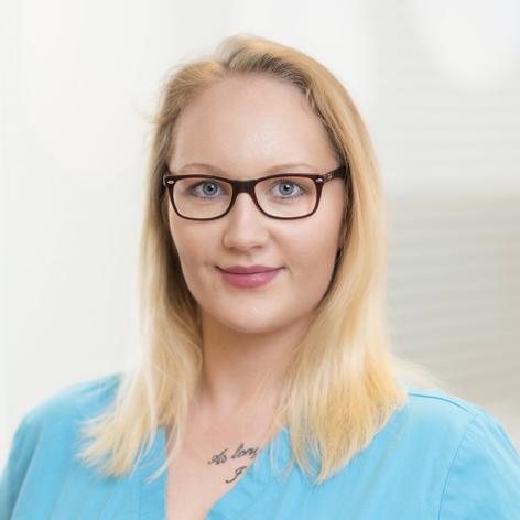Portrait Kelly Chodanionek, im Team von Dr. Jan Aleyt und Julia Hilbert
