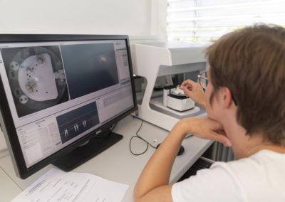 Die Herstellung des Zahnersatzes erfolgt computergesteuert