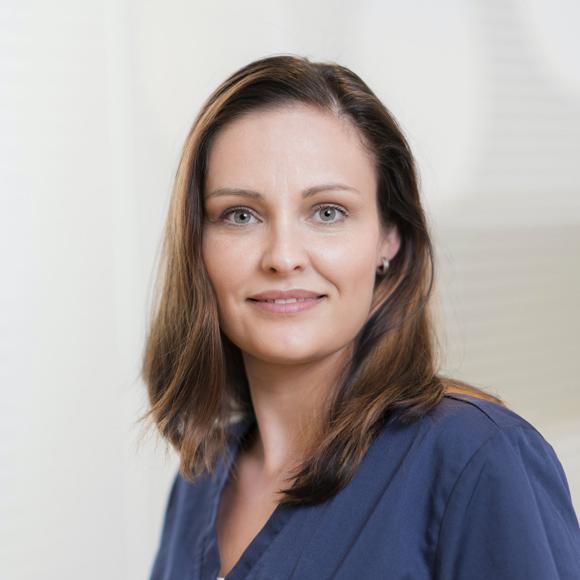 Portrait Anja Schmidt, im Team von Dr. Jan Aleyt und Julia Hilbert